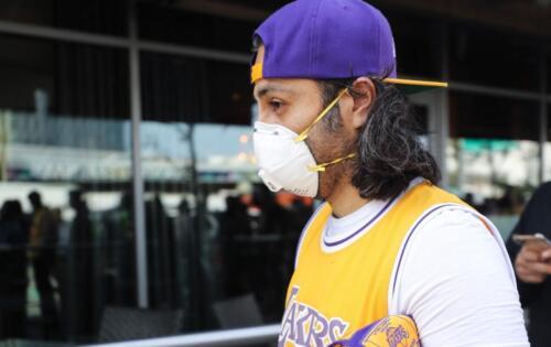 lakers-fan-with-mask-coronavirus-gt